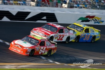 Derrike Cope, Gunselmann Toyota, Terry Labonte, Stoddard Ford and Travis Kvapil, Front Row Motorsports Ford