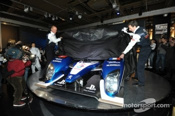Olivier Quesnel and Bruno Famin unveil the 2011 Peugeot 908