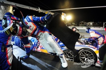 Nicolas Lapierre jumps the wall during the final pit stop