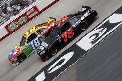 Kyle Busch, Joe Gibbs Racing Toyota and Regan Smith, Furniture Row Racing Chevrolet