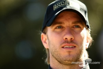Nick Heidfeld, trying his hand at Australian Rules Football, Lotus Renault F1 Team