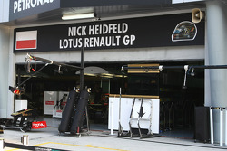 Nick Heidfeld, Lotus Renault GP garage still with a Polish flag