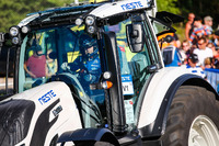 WRC Foto - Mads Ostberg, M-Sport Ford Fiesta WRC with a competition tractor