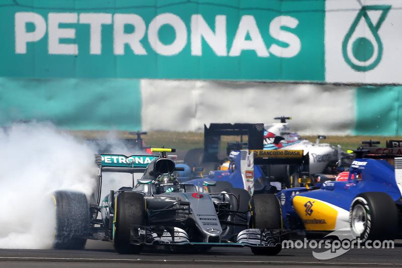 2016赛季马来西亚大奖赛:罗斯伯格起步发生碰撞,汉密尔顿遭引擎故障