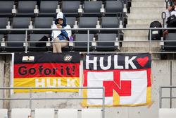 Fans mit Poster für Nico Hülkenberg, Sahara Force India F1