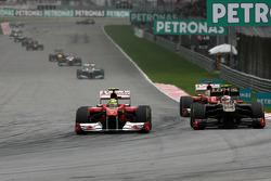 Felipe Massa, Scuderia Ferrari and Vitaly Petrov, Lotus Renault F1 Team