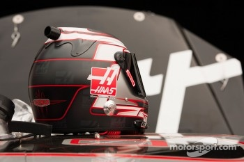 Helmet of Ryan Newman, Stewart-Haas Racing Chevrolet