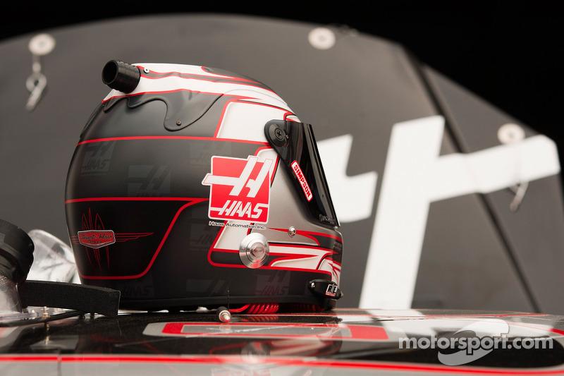 Helmet of Ryan Newman, Stewart-Haas Racing Chevrolet