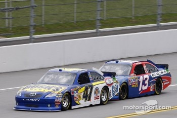 Bobby Labonte, JTG Daugherty Racing Toyota and Casey Mears, Germain Racing Toyota