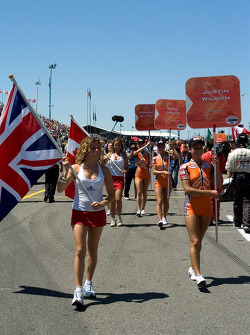 Grid girls arrive