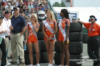 Miss Grand Prix and her runner ups wait for the end of the race