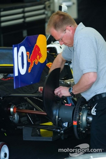 RuSPORT mechanic works on #10 car of A.J. Allmendinger