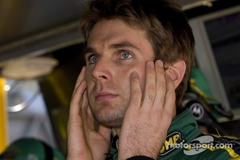 Will Power watches the end of qualifying