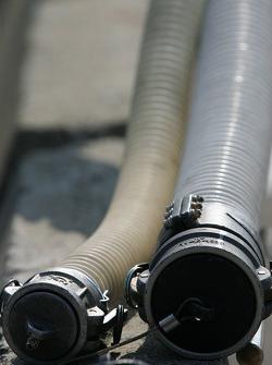 Refuel hoses