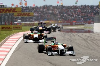 Adrian Sutil, Force India F1 Team leads Paul di Resta, Force India F1 Team
