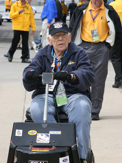 Legendary track announcer Tom Carnagie