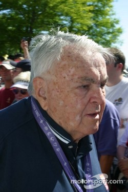 Chris Economaki making his rounds at the Indy 500 in 2005