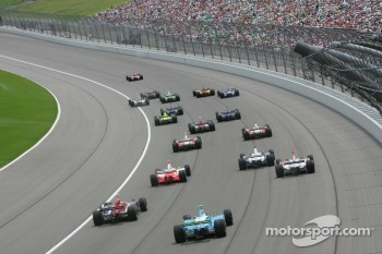 Dan Wheldon leads the field