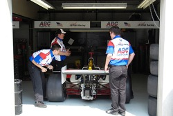 Foyt Racing team tweaks a wing
