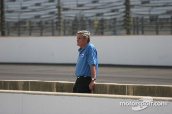 Al Unser Sr. watches practice
