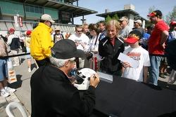 Autograph session: Rick Mears