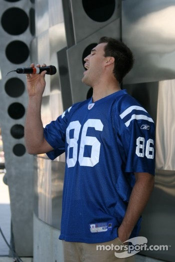 Ben Utecht, Indianapolis Colts Tight End signs the National Anthem