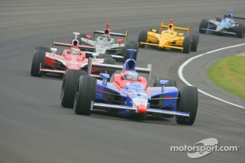 Marco Andretti in early race action