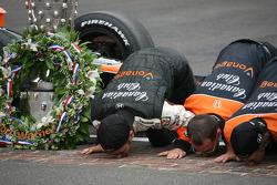 Dario Franchitti and teammates kiss the yard of bricks