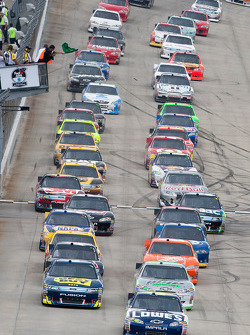 Start: Jimmie Johnson, Hendrick Motorsports Chevrolet leads the field