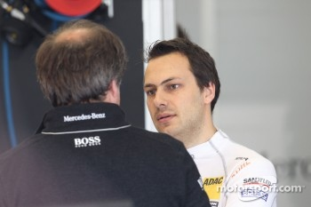 Gary Paffett, Team HWA AMG Mercedes C-Klasse talks to Gerhard Ungar, chief technician HWA Mercedes