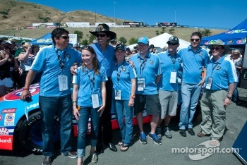 Richard Petty with the eBay Motors crew