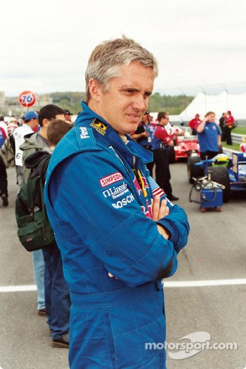 Eddie Cheever Jr waits to qualify
