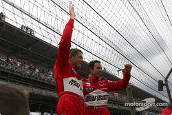 Gil de Ferran and Helio Castroneves at the fence