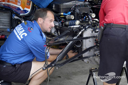 Dreyer & Reinbold crew repair Sarah Fisher's car