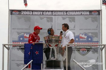 Scott Dixon accepts 2003 IndyCar series championship trophy