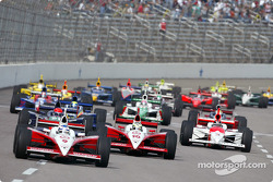 Scott Dixon and Tomas Scheckter lead the pack
