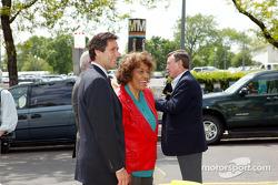 Indianapolis 500 - Washington D.C. visit: IMS President and CEO Tony George, U.S. representative Julia Carson and Johnny Rutherford