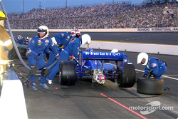 A tire change for Tomas Scheckter
