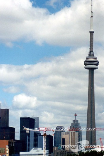 Downtown Toronto and the highest structure in the World: the CN Tower