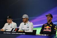 Formula 1 Foto - La conferenza stampa FIA post Qualifiche (da sx a dx): Nico Rosberg, Mercedes AMG F1, secondo; Lewis Hamilton, Mercedes AMG F1, pole position; Daniel Ricciardo, Red Bull Racing, terzo