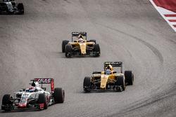Jolyon Palmer, Renault Sport F1 Team RS16 follows Romain Grosjean, Haas F1 Team VF-16