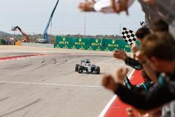 Lewis Hamilton, Mercedes AMG F1 W07 Hybrid takes the checkered flag