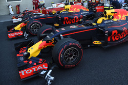 Max Verstappen, Red Bull Racing RB12, Daniel Ricciardo, Red Bull Racing RB12, Kimi Raikkonen, Ferrari SF16-H