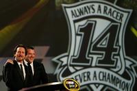 NASCAR Sprint Cup Fotos - Tony Stewart, Stewart-Haas Racing y el músico Eddie Vedder