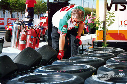 Preparing the tires