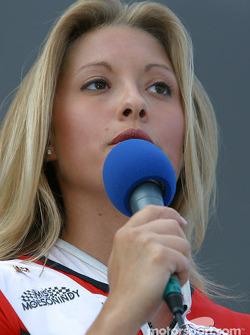 Miss Molson Indy 2003 winner Lynne Kushnirenko takes the stage