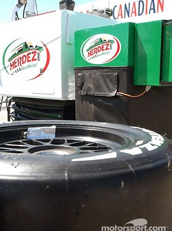 Team Herdez geting the pits ready for the Molson Indy Vancouver