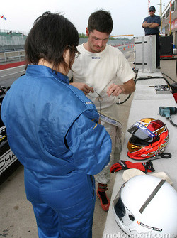 Champ Car 2-seater experience: Patrick Carpentier and his guest get ready