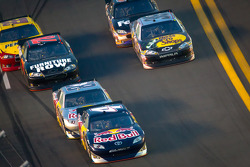 Kasey Kahne, Red Bull Racing Team Toyota leads Brian Vickers, Red Bull Racing Team Toyota