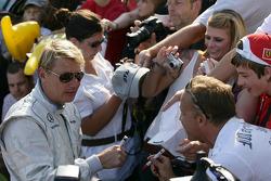 Mika Hakinen signs Autographs